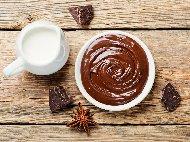 Рецепта Течен шоколад с авокадо, банан, тахан, мед и орехи